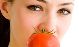 Cara Memutihkan Kulit Dengan Masker Tomat